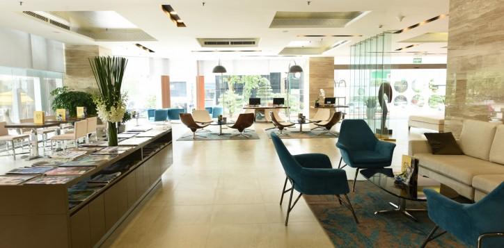 30-hotel-lobby-2