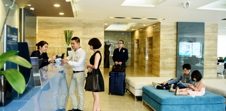 6-hotel-lobby-2